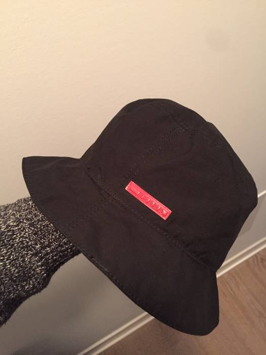 Prada Prada Bucket Hat Size one size - Hats for Sale - Grailed d9c2b4e14fc