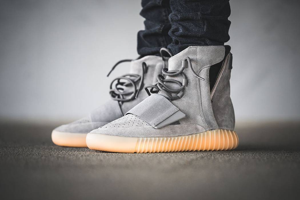 b8e18acec71839 Adidas Yeezy Boost 750 Light Grey   Gum (Glow In The Dark) Size 9.5 ...