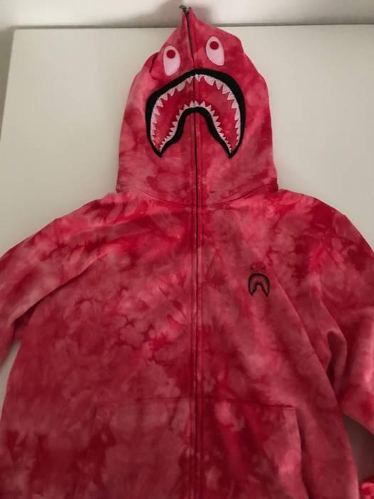 4b205bf910b7 Bape Bape TIE DYE shark wide full zip hoodie red XL Size xl ...