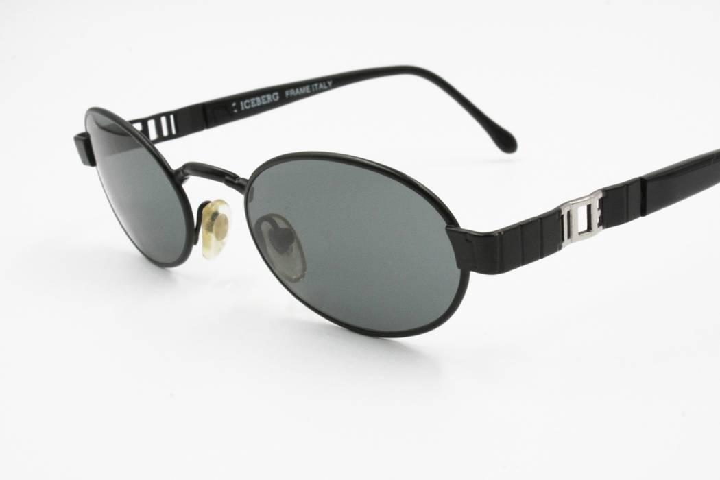be356e69767 Iceberg ICEBERG Vintage 90s sunglasses Black   Silver logo