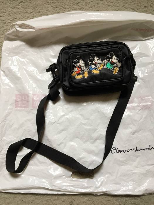 cfc4ca1699 Disney Mickey Mouse Timeless Hip Pack Size one size - Bags   Luggage ...