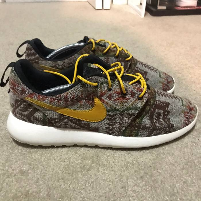 992388d0c65e Nike Pendleton Roshe Run ID Size 10.5 - Low-Top Sneakers for Sale ...