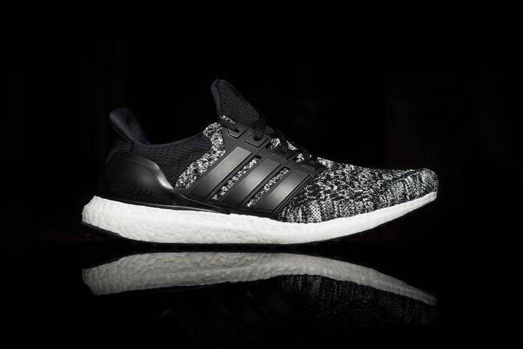 Adidas Reigning Champ X Adidas Men s Ultra Boosts Size 10 - Low-Top ... b3a5468af