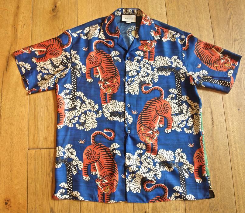 ad6620fc37c Gucci Silk Bengal Tiger Print Bowling Shirt Size l - Shirts (Button ...