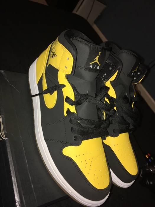 """69b30734922b76 Jordan Brand Jordan 1 s """" New Loves"""" Size 11 - Hi-Top Sneakers for ..."""