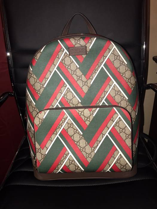 Gucci Gucci Chevron Backpack Size one size - Bags   Luggage for Sale ... e04a2cb7b144a
