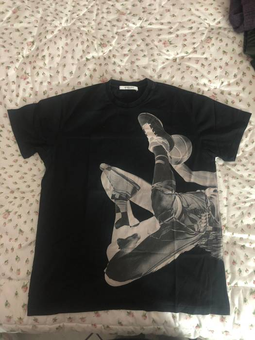 Givenchy Givenchy Tee Size m - Short Sleeve T-Shirts for Sale - Grailed 180618226bd4