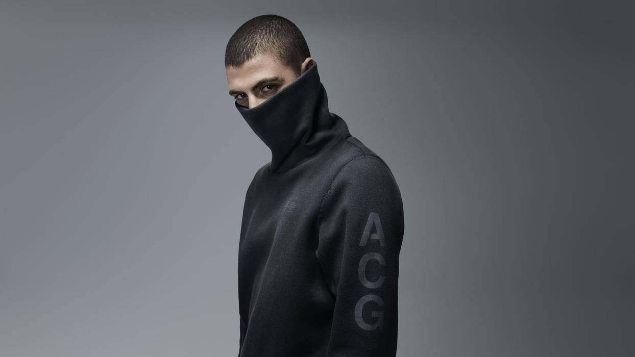 e672d4156cfc Nike Tech Fleece Funnel Sweatshirt Size s - Sweatshirts   Hoodies ...