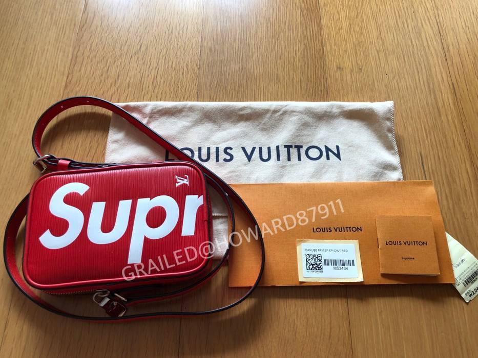 Supreme LV X Supreme Shoulder Bag Danube Epi PM Red Size one size ... 49ad2335ecf