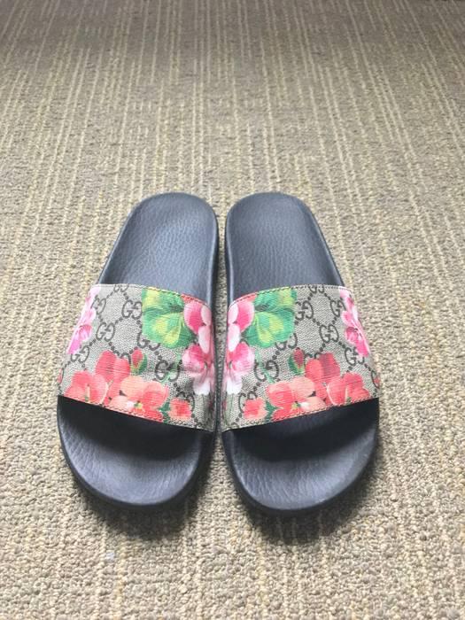 2eb5704c7af86 Gucci Women s Gucci Flip Flops Size 7 - Sandals for Sale - Grailed