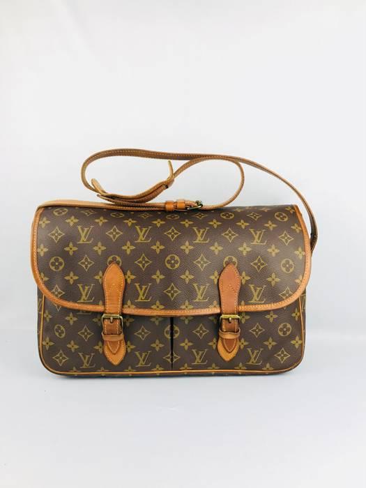 9357b08e2325 Louis Vuitton × Vintage. ❌LAST DROP❌Rare Collection Louis vuitton Sac Bazas  JAPON Mesengger Bag