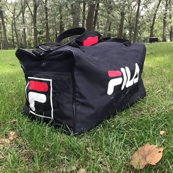 b863f3f0ebdd Vintage Vintage FILA black logo duffle bag Size one size - Bags ...