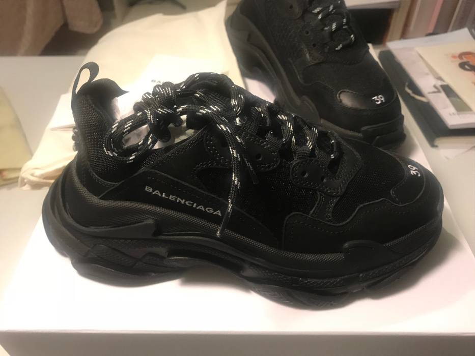 2985791312cb Balenciaga Triple S Size 6 - Low-Top Sneakers for Sale - Grailed