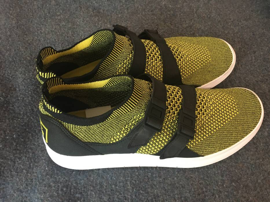 382eb3e9e653 Nike Nike Sock Racer Flyknit Yellow Size 10 - Low-Top Sneakers for ...