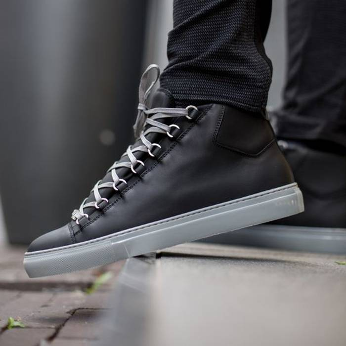 c61211d0cdbb8 Balenciaga BALENCIAGA Arena black leather grey outsole laced high top sneakers  shoes Size US 10