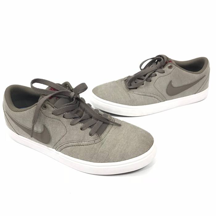 Nike. NIKE SB Mens Check Solarsoft Canvas Premium Skateboarding Shoes 8.5  ... d9f2f3a0429