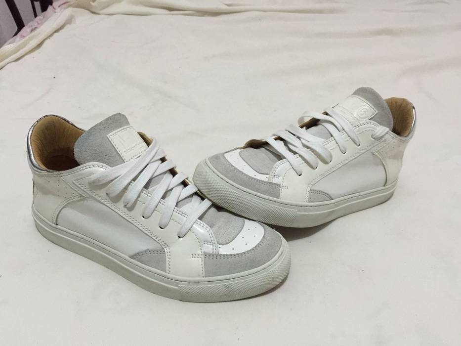 Maison Margiela. Maison Martin Margiela White Leather Low top Sneakers ... 8ef2a1f88
