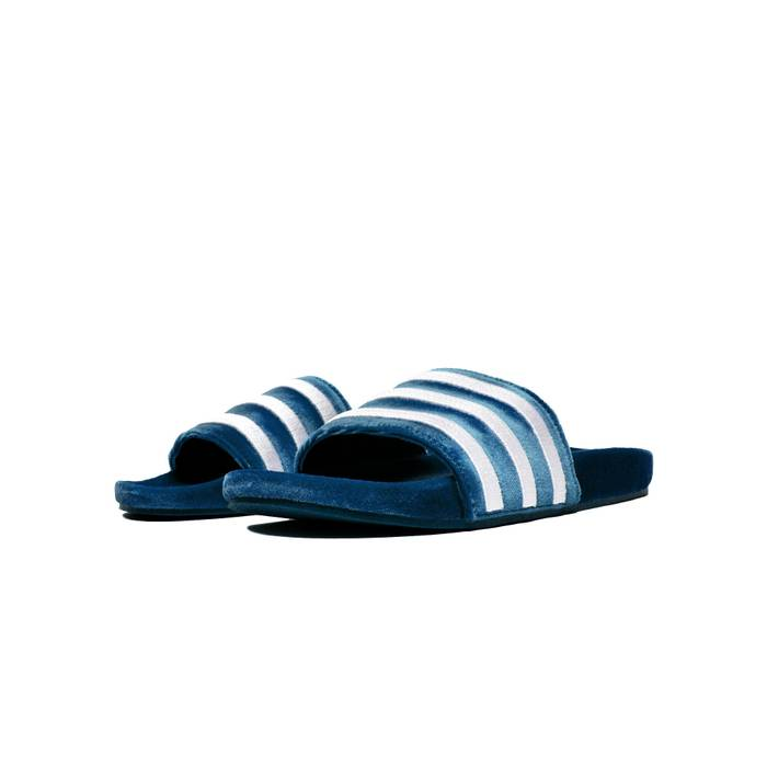 uk availability aa6ef 11d24 Adidas. Mens Adilette Velvet Slide ...