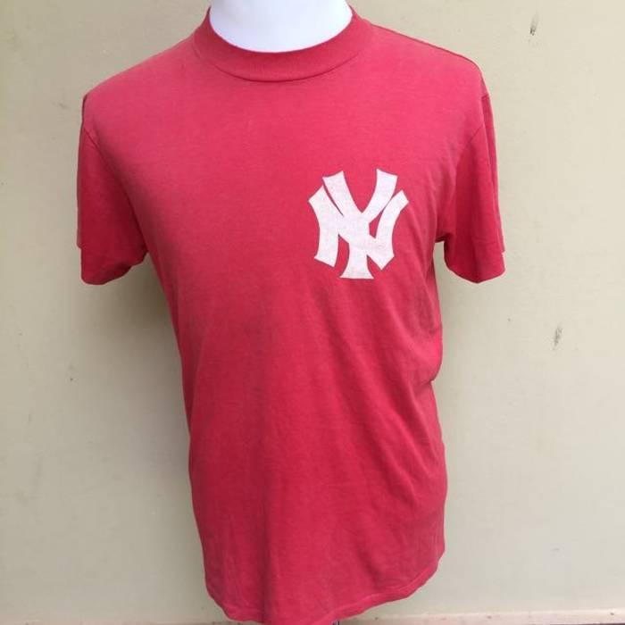 Vintage Vintage New York Yankees Shirt Size M red Size m - Short ... 4646e1bb6df