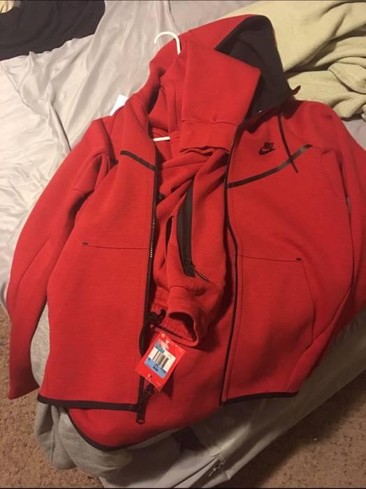 Nike Nike Tech Jogging Suit Size 32 - Sweatpants   Joggers for Sale ... 087a28333