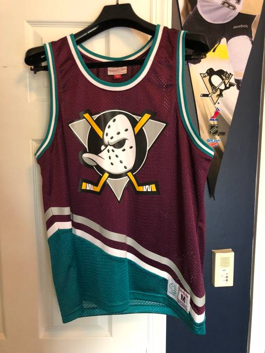 Mitchell   Ness Anaheim Mighty Ducks 1996 Hockey Basketball Jersey Size US  M   EU 48 ecd3eef52c1