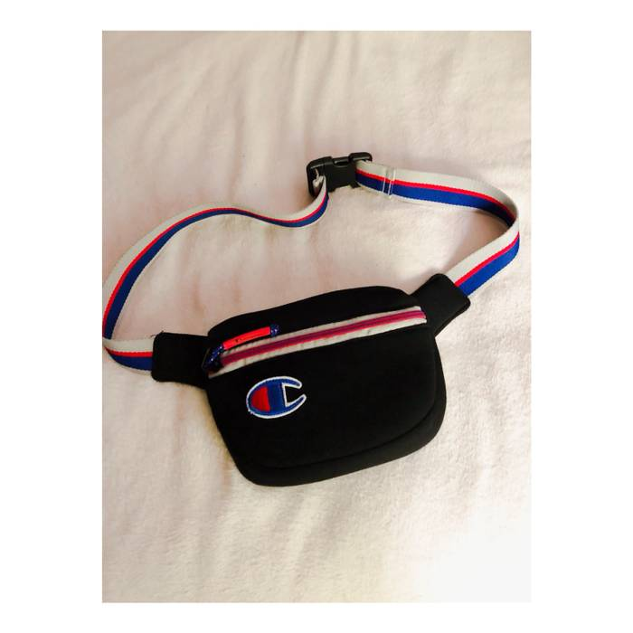 04620122ce96 Champion CHAMPION ATTRIBUTE SLING BAG Size one size - Bags   Luggage ...