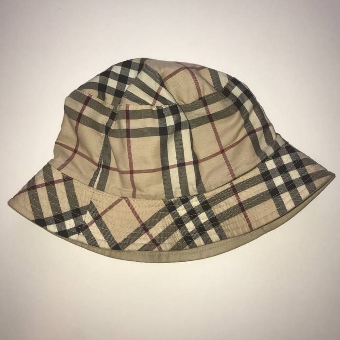 Burberry Bucket Hat Size one size - Hats for Sale - Grailed 3b53d109a5a