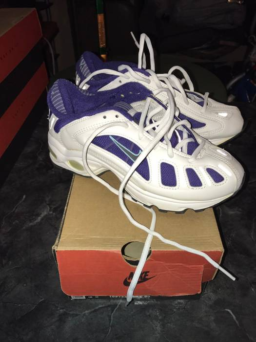 Nike Vintage Nikes Size 8 - Low-Top Sneakers for Sale - Grailed a509834dc8ec