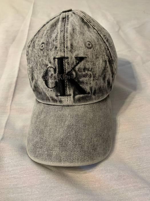 Calvin Klein Big Logo Acid Wash Denim Strapback Hat Black Gray Size ... dcb0f431593