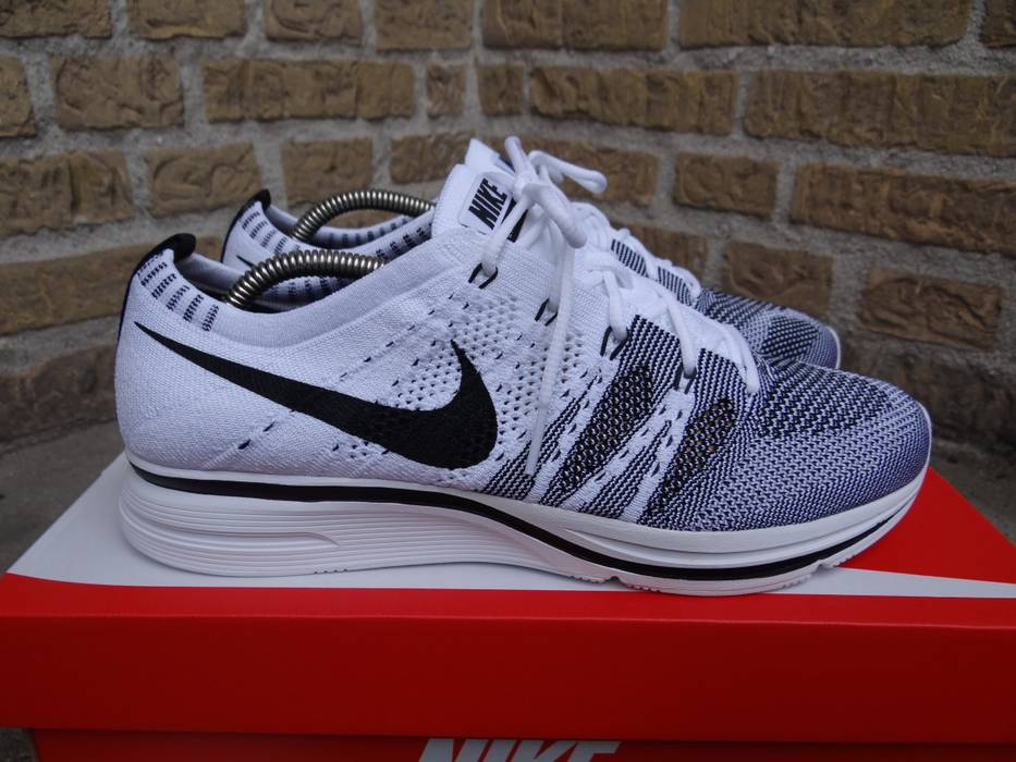 5b4393234133b Nike Nike Flyknit Trainer White Black Size 6.5 - Low-Top Sneakers ...