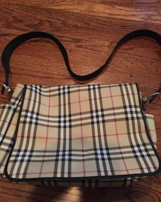 Burberry  649 Burberry Messenger Bag Size one size - Bags   Luggage ... 0b13c5b1f51a2