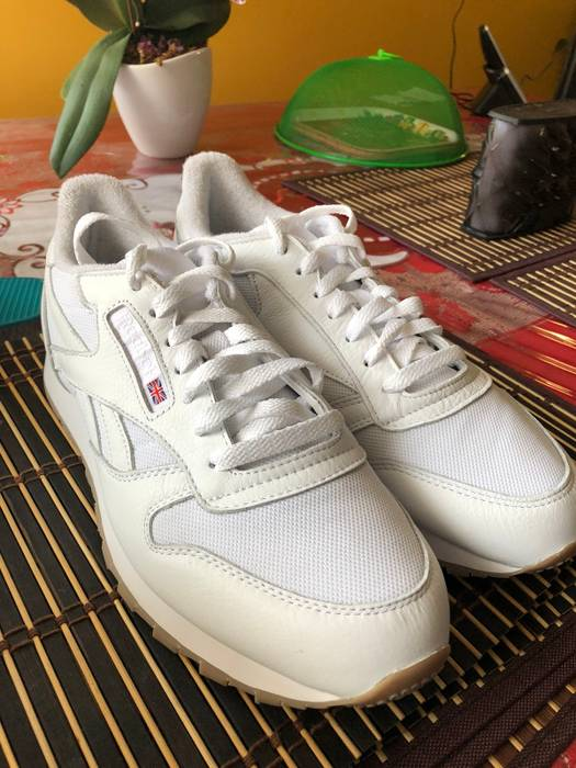 5dc7cde83c3e Reebok White Leather Classics-Gum Bottom Size 10 - Low-Top Sneakers ...