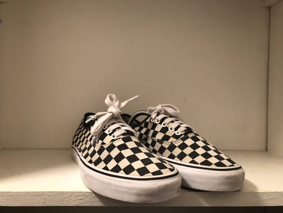 d64d9ba9c32 Vans Vans Checkered Authentics Size 10.5 - Low-Top Sneakers for Sale ...