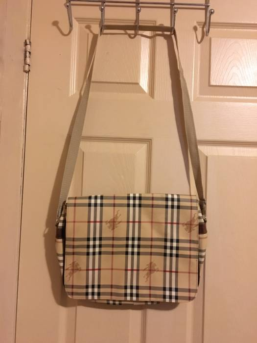 Burberry Messenger Bag Size one size - Bags   Luggage for Sale - Grailed 1710d7c4d2db4