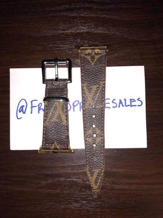 a87c6c5cb03 Louis Vuitton Louis Vuitton Authentic Monogram Apple Watch Band 42mm Size  ONE SIZE