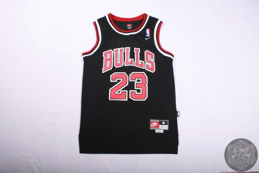 4d5e2aa6ed155b Nike Michael Jordan 23 Chicago Bulls Nike Vintage Black Jersey Size US S    EU 44