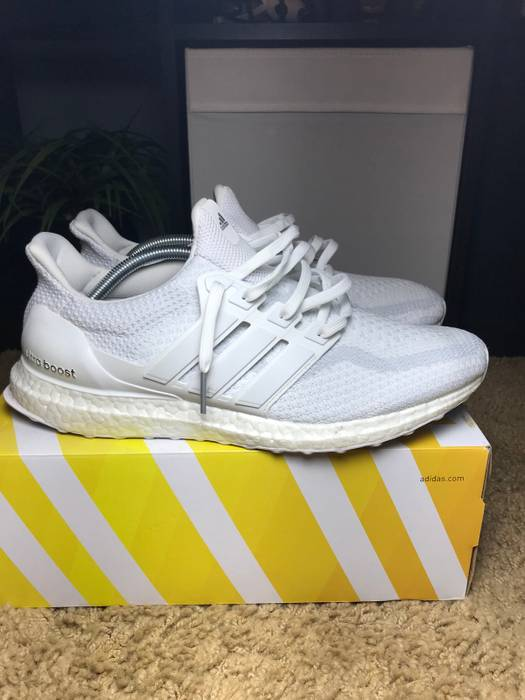 9efa0d9aaeb0f Adidas Triple White Ultra Boost 2.0 Size 11 - Low-Top Sneakers for ...