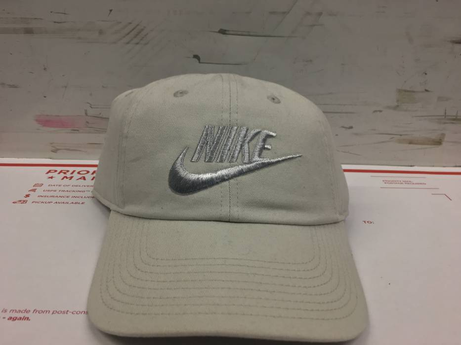 Nike NIKE OFF WHITE CREAM GREY HAT CAP Size one size - Hats for Sale ... b5ba36b5ddc