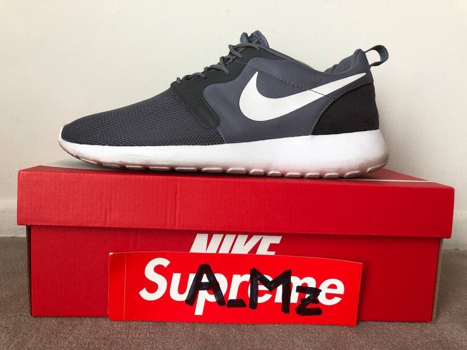 3bbac1b5774 Nike   ONE LEFT!   Nike Roshe Run Size 10 - Low-Top Sneakers for ...