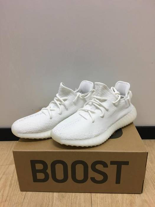 ab979a830477 Adidas Yeezy Boost 350 V2  Cream White  Size 9.5 - Low-Top Sneakers ...