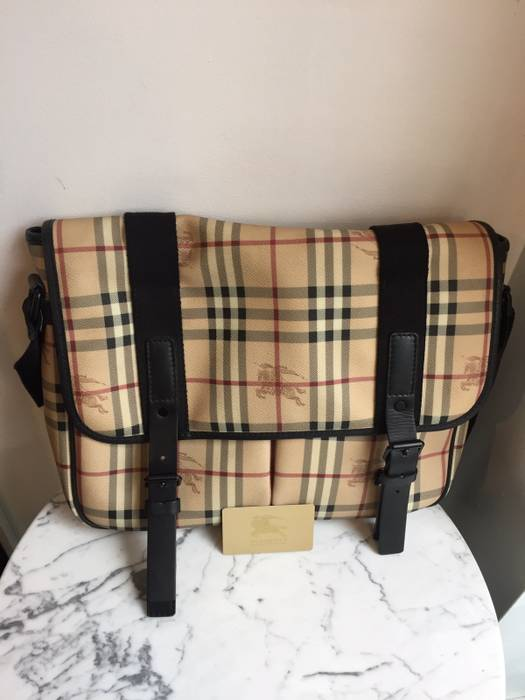 Burberry Burberry Messenger Bag Size one size - Bags   Luggage for ... f0cfd0e4e4eda