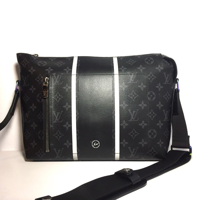 d8c8b6886607 Louis Vuitton Fragment x Louis Vuitton Apollo PM Messenger Bag LV rare Size  ONE SIZE
