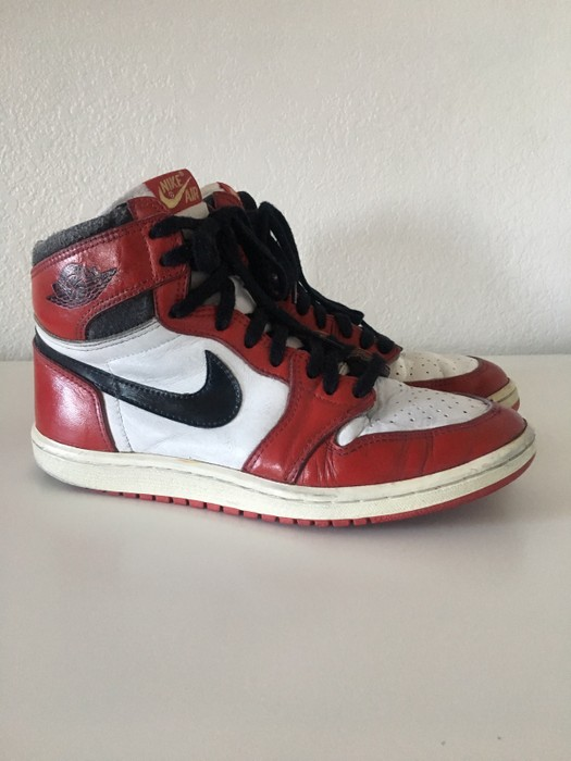e82aac23b98d31 Nike × Jordan Brand. Original 1985 Nike Air Jordan 1 Chicago. Size  US 9 ...