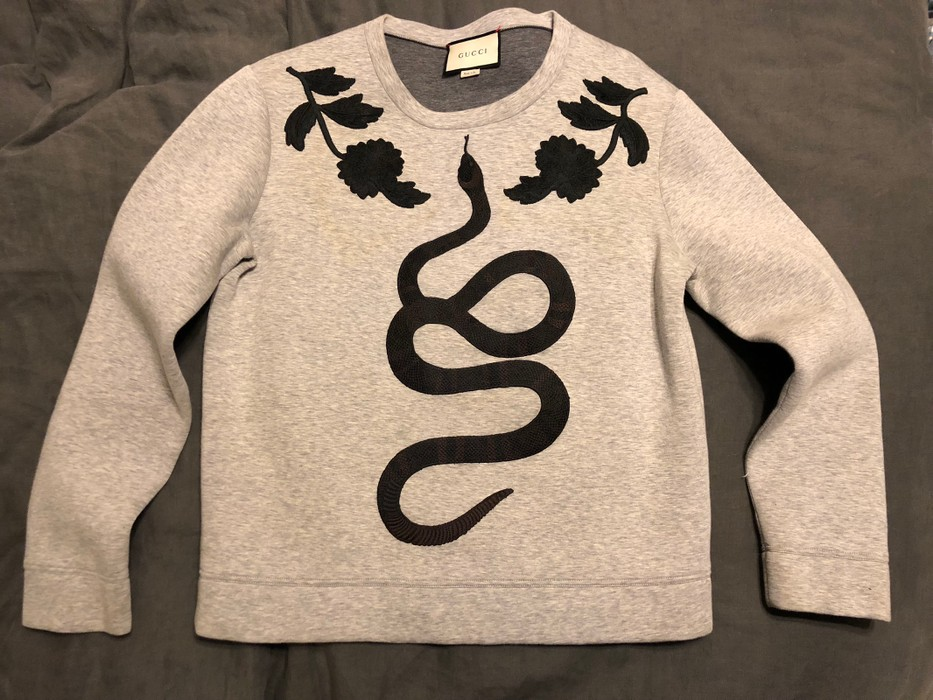 3fad0bb79a8 Gucci Snake Embroidered Crew Neck Sweatshirt Size m - Sweatshirts ...