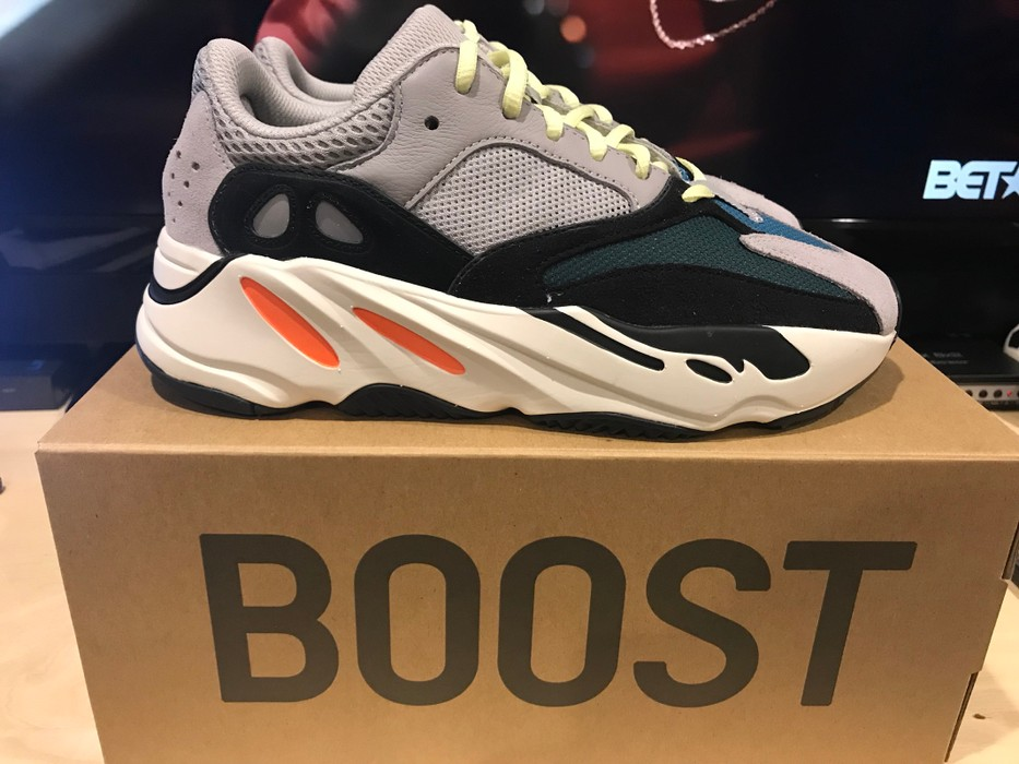 d10fd7722bd Yeezy Boost Yeezy 700  Wave Runner  Size 7 Size 7 - Low-Top Sneakers ...