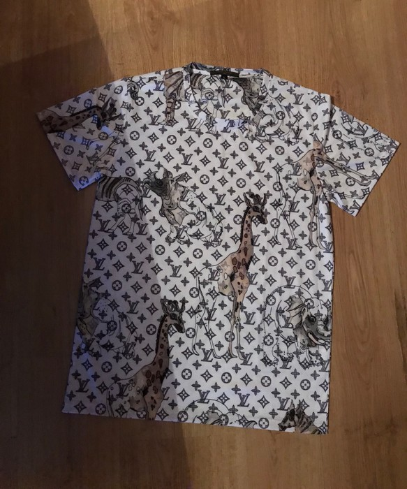 780d9cfb38fa Louis Vuitton Polo Shirt Giraffe - Photo Giraffe At The Zoo