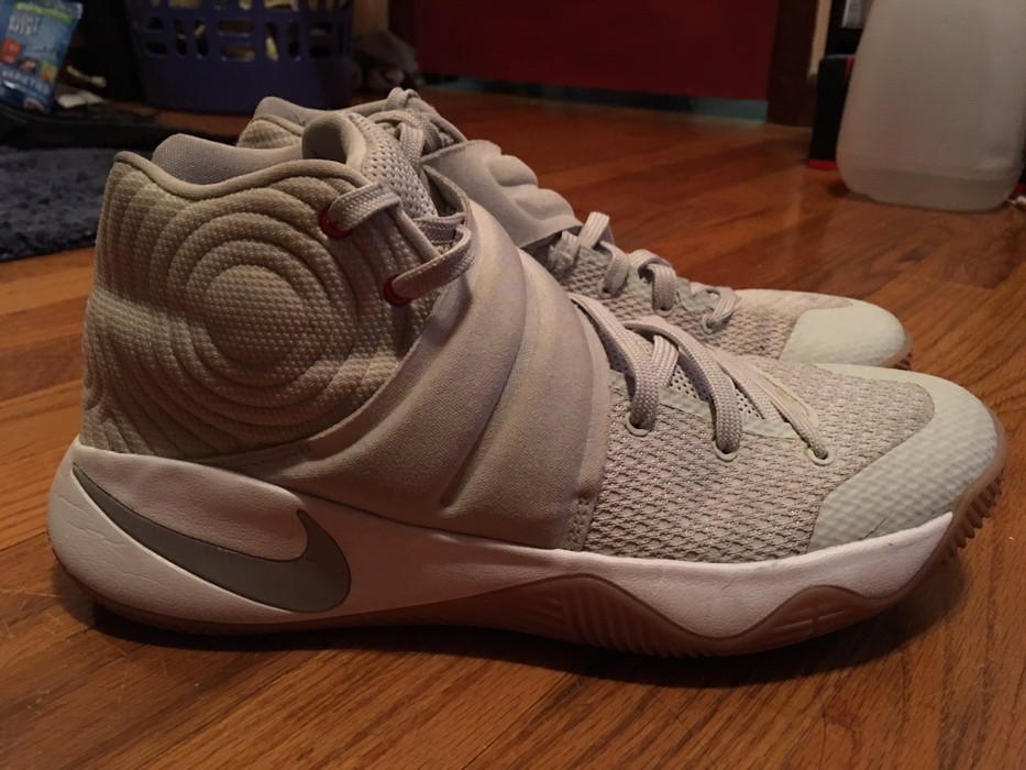 wholesale dealer 77391 f1b48 Nike Kyrie 2 Size 8.5 - Hi-Top Sneakers for Sale - Grailed