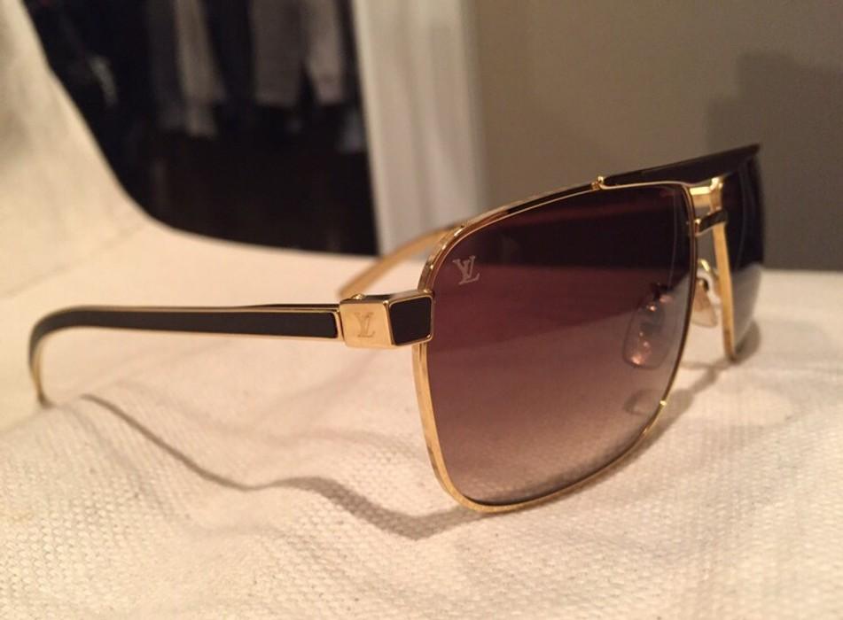 d6241a2ce50a Louis Vuitton PERSUASION CARRÉ Size one size - Sunglasses for Sale ...