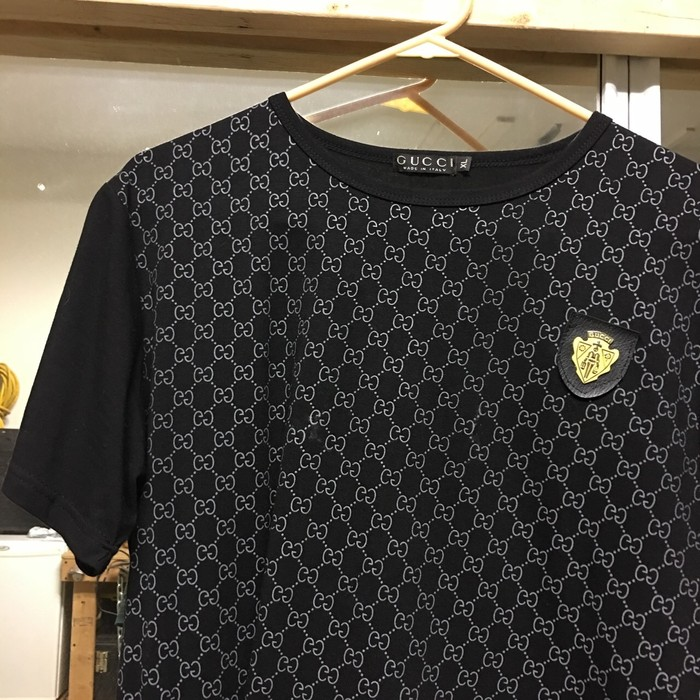 eea5274230c3 Gucci Gucci T Shirt With Gold Gucci Badge Size l - Short Sleeve T ...