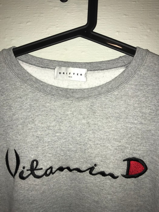 11d60c5460ae Champion Helios Vitamin D Sweatshirt   Grey Size US S   EU 44-46